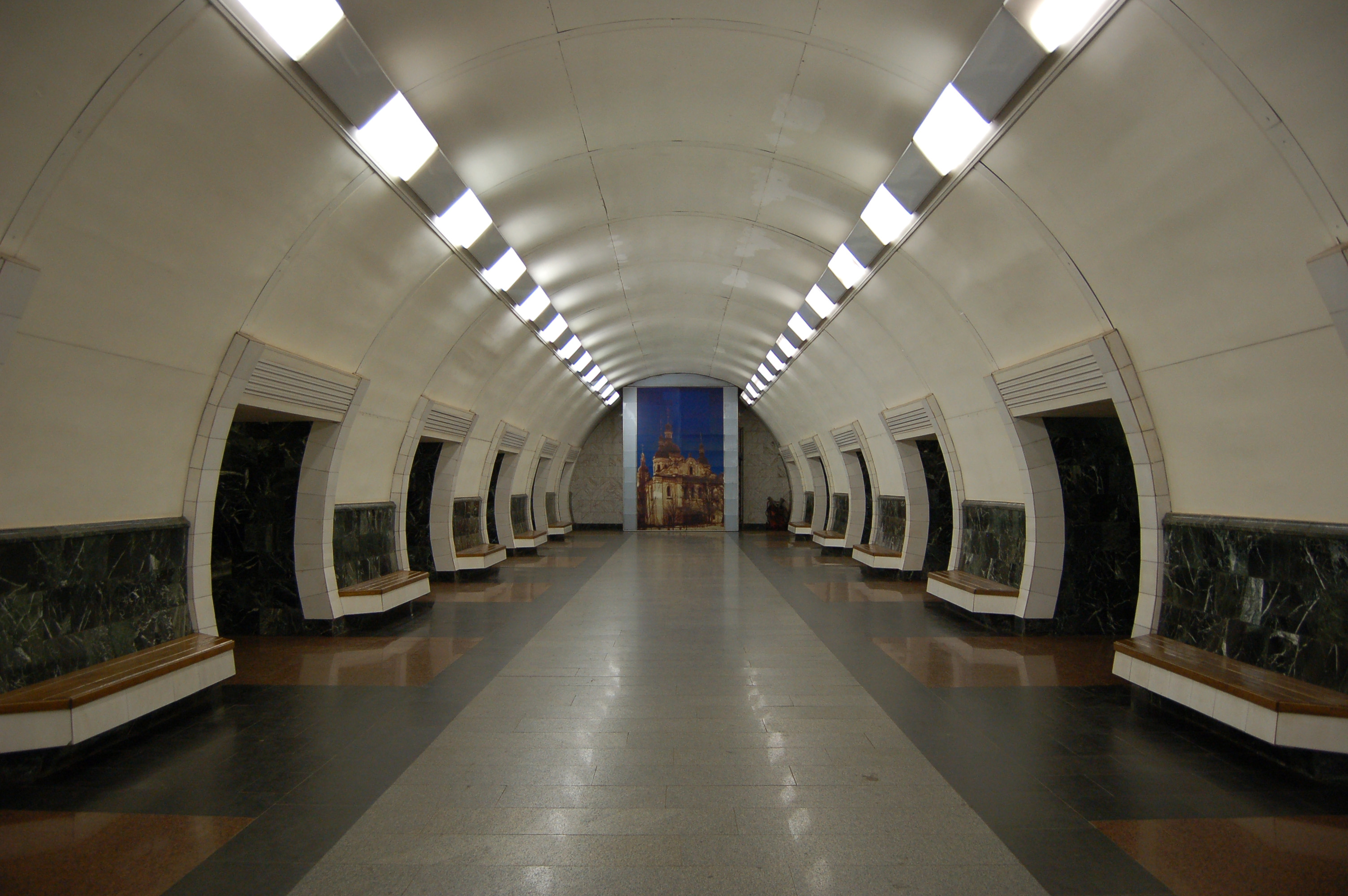 В Киеве уберут рекламу из метро