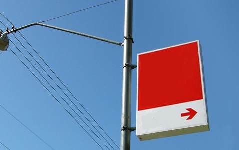 В Украине запретили рекламу на столбах