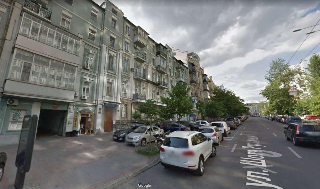 Очистка Шота Руставели и бульвара Леси Украинки от незаконной рекламы