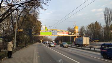 Наружная реклама на мосту над улицей Телиги