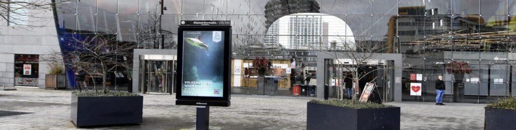 Трансляция жизни животных на рекламные дисплеи