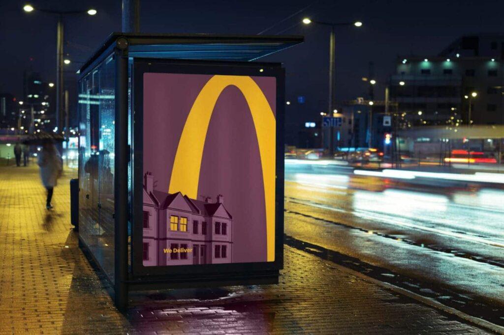 Реклама McDonald's на остановках